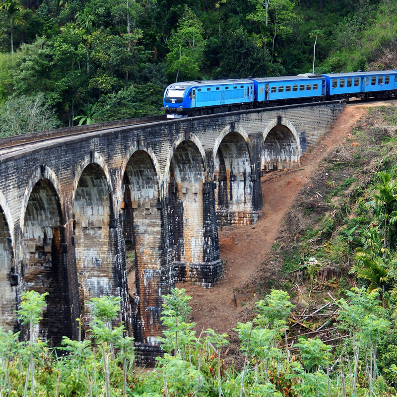 Podi Manike Train Passing Nine Arch Bridge